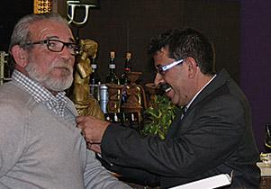 Antonio Vila, insignia de oro